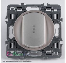 Bouton poussoir 6A lumineux Céliane titane sans plaque 67031+68303+67686+80251