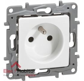 Prise 2P+T 16A spéciale rénovation Niloé blanche 664728