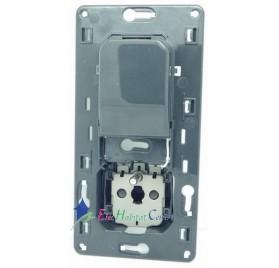 Mécanisme prise 2P+T 16A+prise chargeur USB 1000mA précâblée semi-encastré Céliane Legrand 067116
