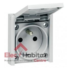 Prise de courant 2P+T 16A format réduit sur plastron étanche Plexo Legrand 090335